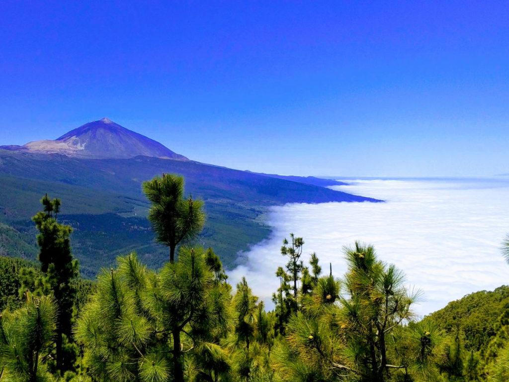 Le Teide et de la mer de nuages depuis un point de vue